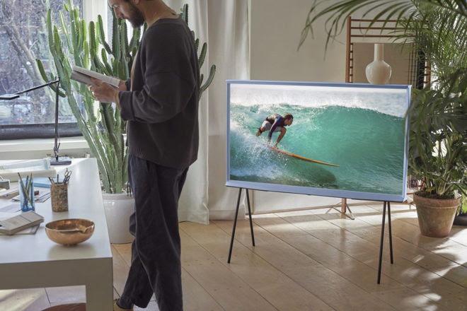 The Serif, televisor de samsung  que combina con tu decoración tal como un obra de arte - the_serif_samsung_1