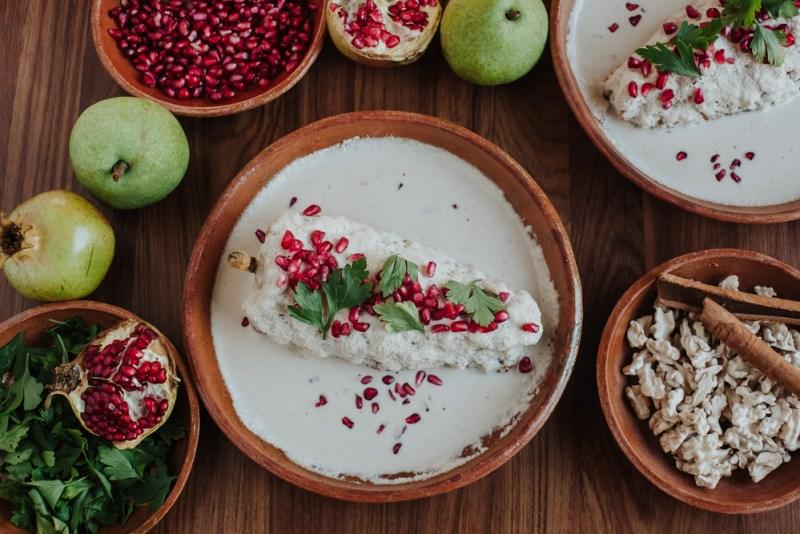5 experiencias gastronómicas muy mexicanas y patrióticos - chile-en-nogada-1-800x534