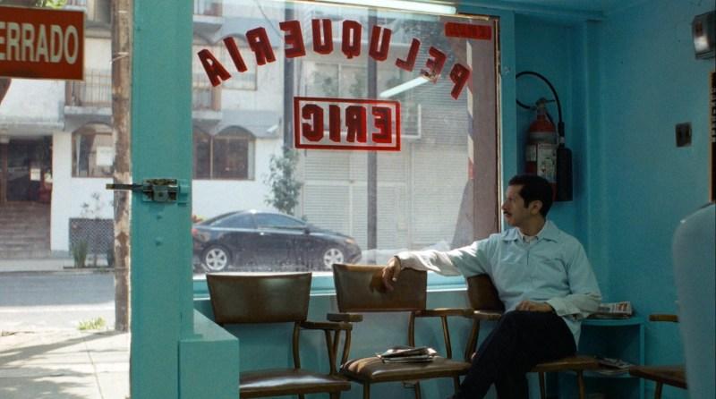 Celebra a México sin salir de casa con la siguiente lista de películas mexicanas gratuitas - peluquero-romantico-800x446