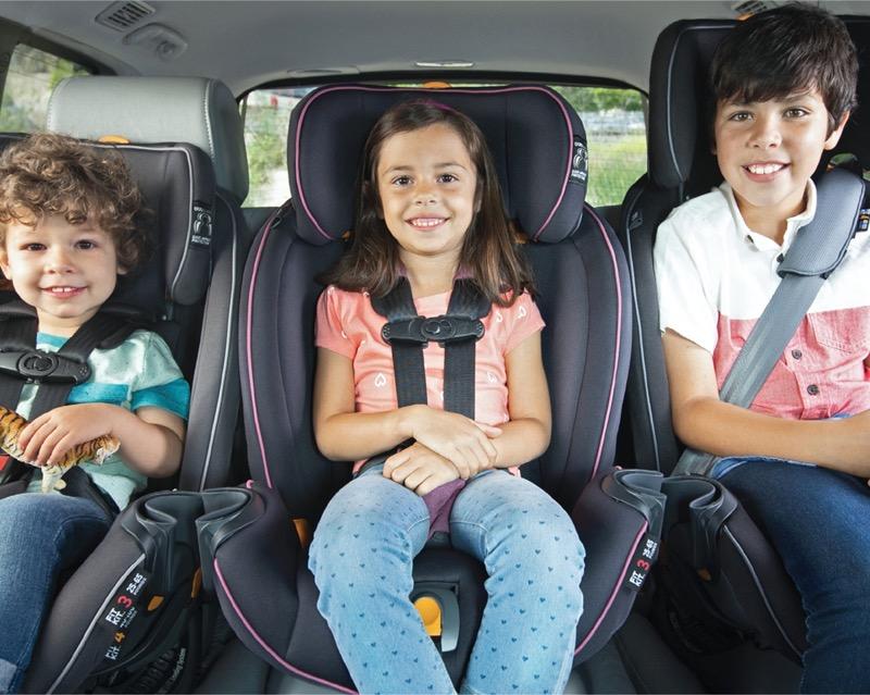 Fit4 de Chicco, asiento de auto convertible cuatro en uno, para que los menores viajen seguros - viajen-seguros-en-auto-800x639