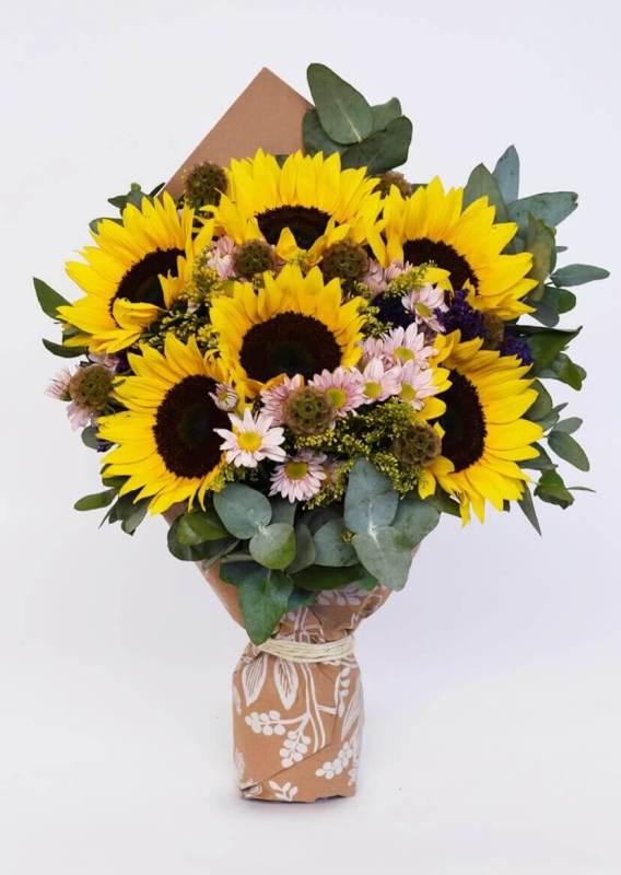 Las mejores flores para regalar o para decorar tu propio espacio - flores-df-girasoles-azapflores-568x800