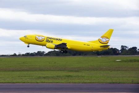 4 aviones y miles de camionetas amarillas de Mercado Libre para entregar paquetes en menos de 24 horas