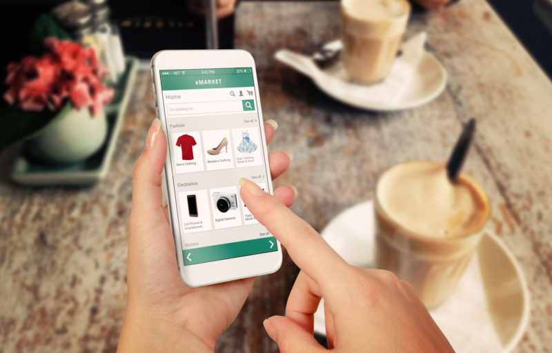 Talkwalker reporta los cambios que experimentó la industria en 2020 y cómo se han adaptado las marcas - comercio-electronico-800x512