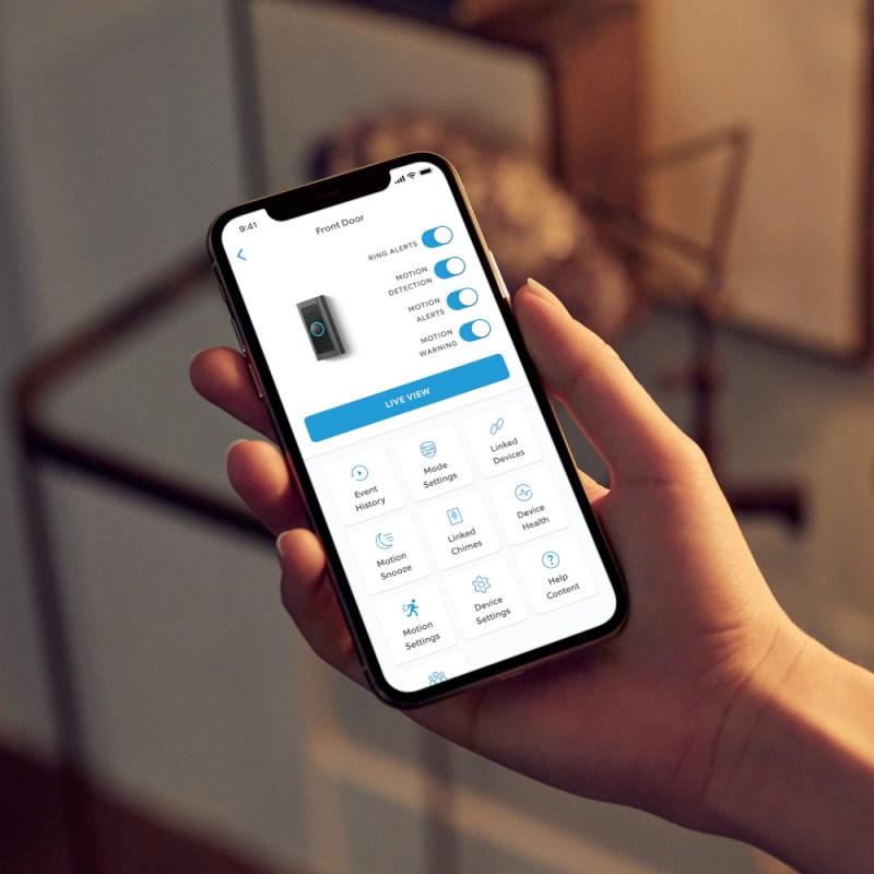 Nuevo Ring Video Doorbell Wired: todas las funcionalidades esenciales en un diseño compacto - ring-video-doorbell-wired-20201203-lifestyle-800x800