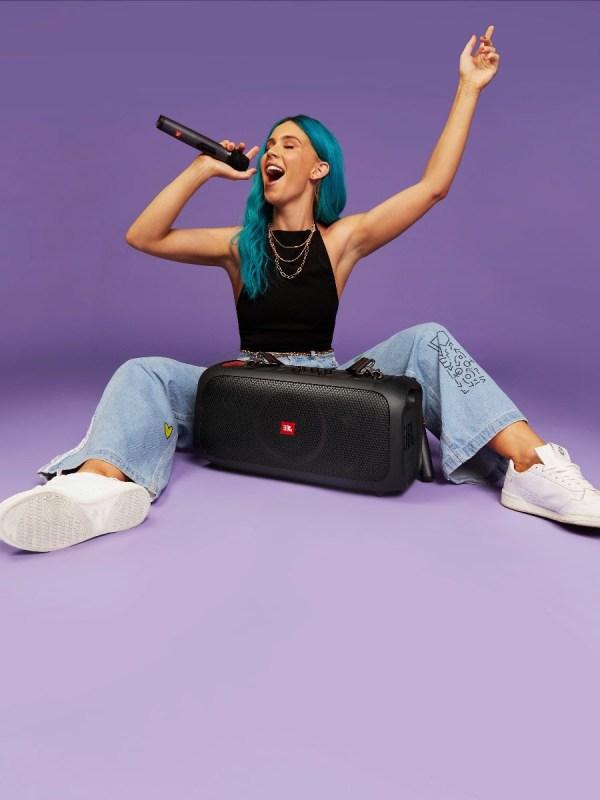 JBL lanza la nueva PartyBox On-The-Go, a una potencia de 100W - jbl-partybox-on-the-go-bocina-600x800