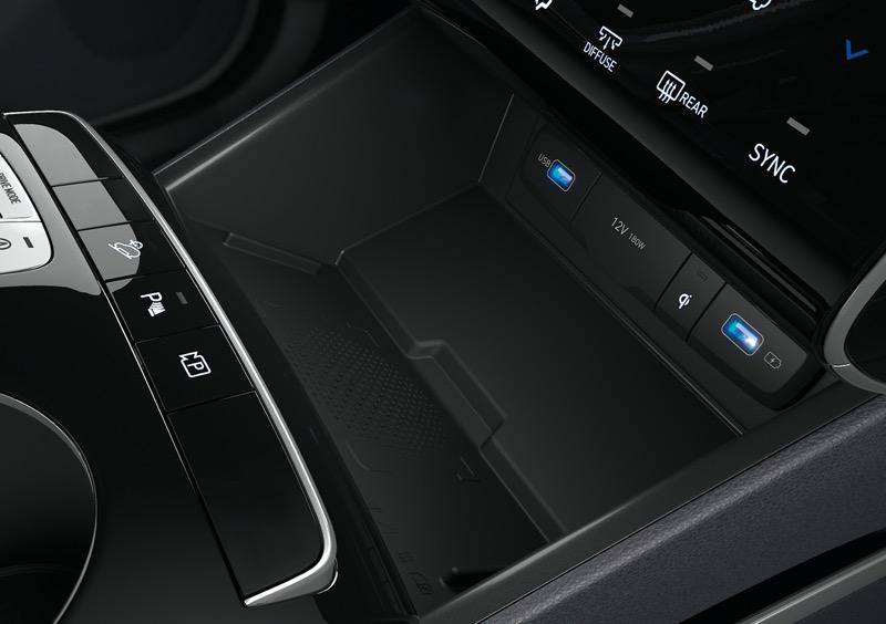 Hyundai Tucson 2022 llega a México totalmente renovada - hyundai-tucson-2022-18-hme-pi-nx4e-ice-int-detail-wireless-charging-2480x1748-rgb-v10-cmyk-2