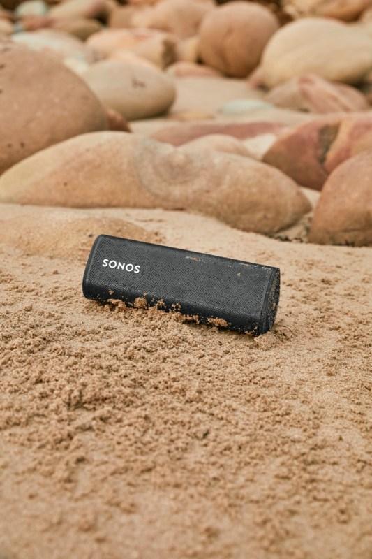 Sonos Roam, bocina inteligente ultra portátil ¡conoce sus características y precio en México! - sonos-roam-bocina-portatil-533x800