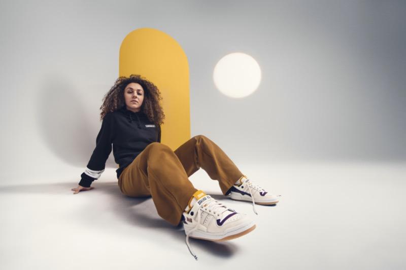 adidas Originals y Girls Are Awesome se unen para crear una colección multifacética de pies a cabeza - girls-are-awesome-adidasxgaa-forumlow-1