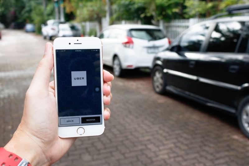 Uber revela lista de los artículos más olvidados durante sus viajes en 2020 - uber-lista-objetos-mas-olvidados-800x534