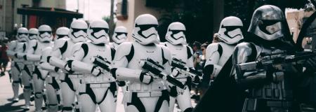 Selección de videojuegos de Star Wars y consolas clásicas disponibles en Mercado Libre