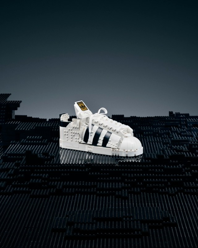 adidas Originals y LEGO lanzan silueta Superstar edificable con ladrillos de LEGO - adidas-superstar-lego-brick-shoe-2-640x800
