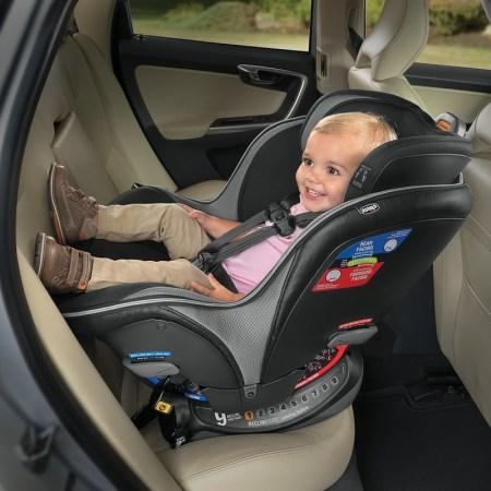 Reglas básicas para que los niños viajen seguros en coche