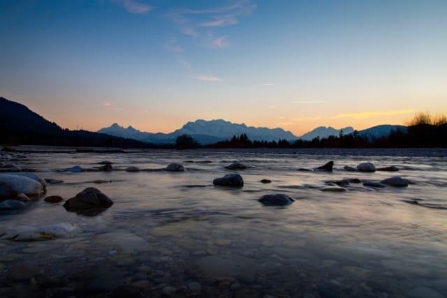 Die Isar und das wettersteingebirge