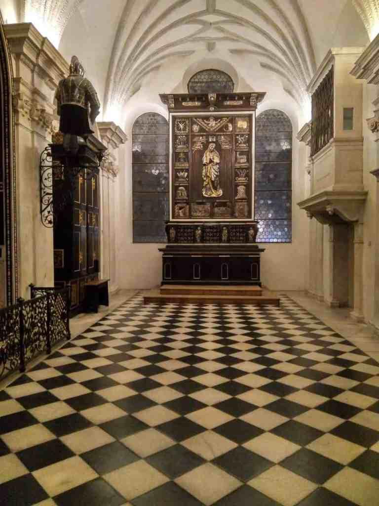 Altar in der Hofkirche