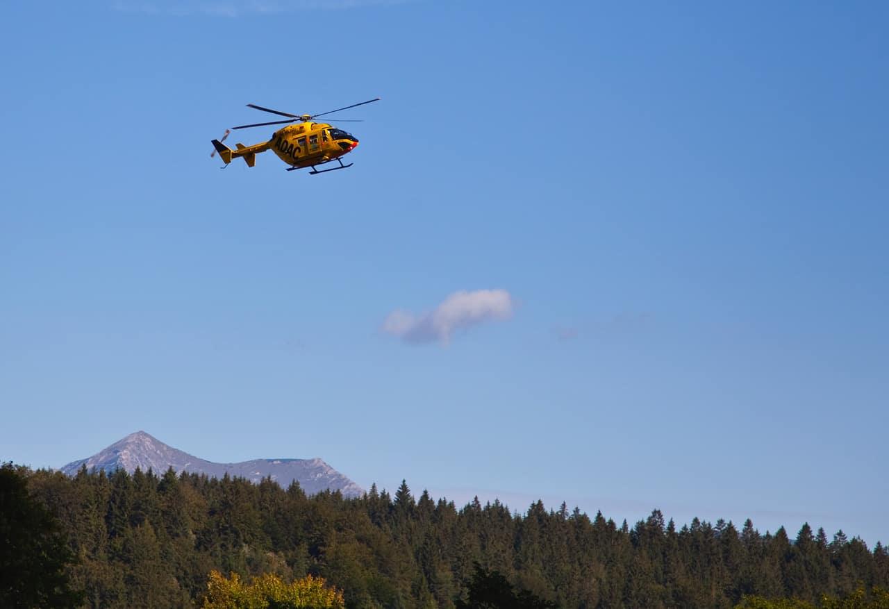 ADAC Hubschrauber bei der Landung