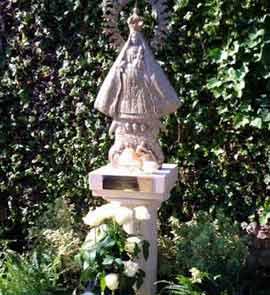 Virgen de la Caridad del Cobre en los jardines vaticanos