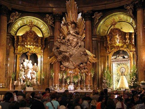 Interior de la Basílica de la Virgen del Pilar