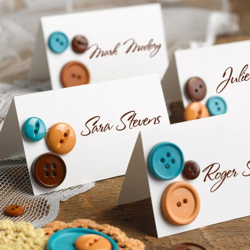 Take your place! Check out these ideas for DIY wedding place cards.