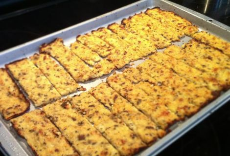 Cauliflower Breadsticks (Paleo) Ingredients: 1 head of cauliflower 1 tablespoon of oregano 1/2 tablespoon