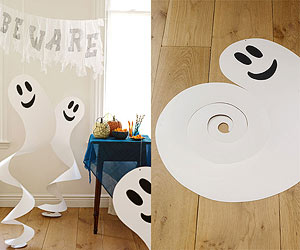 DIY CRAFTS HALLOWEEN Spinning Spirits. Would be cute to hang from the ceiling