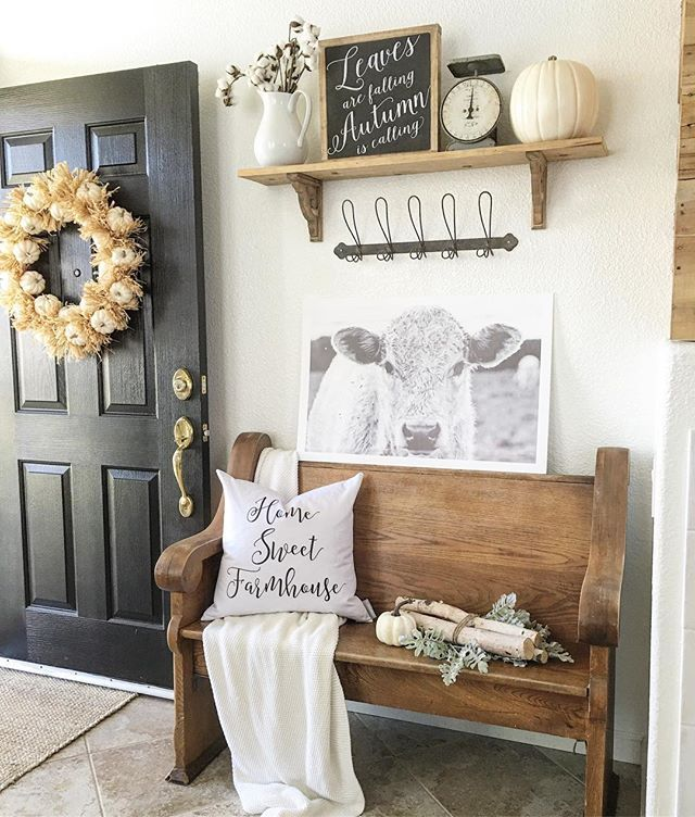 Rustic farmhouse entry. ♡