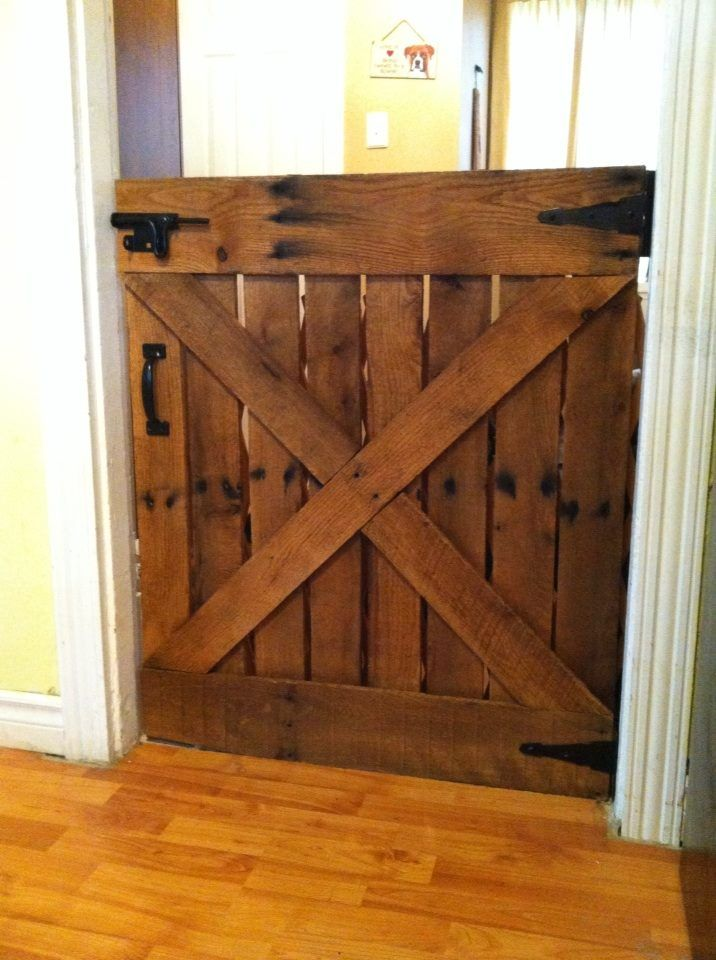 I took an old pallet, took it apart and looking at a picture of an old barn door,