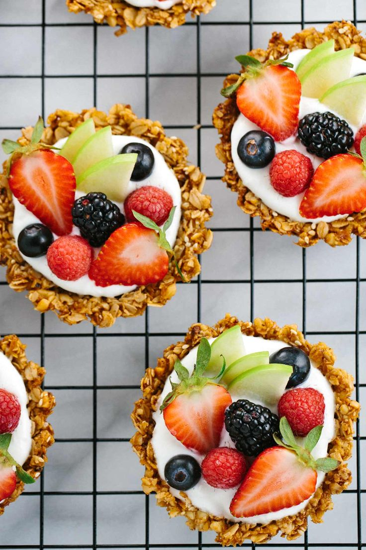 Breakfast Granola Fruit Tart with Yogurt Recipe – Customize your favorite fillings