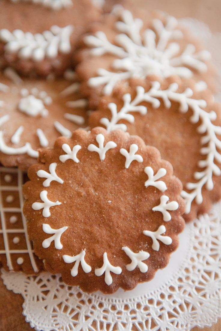 the icing on the gingerbread   shoots knits and leaves