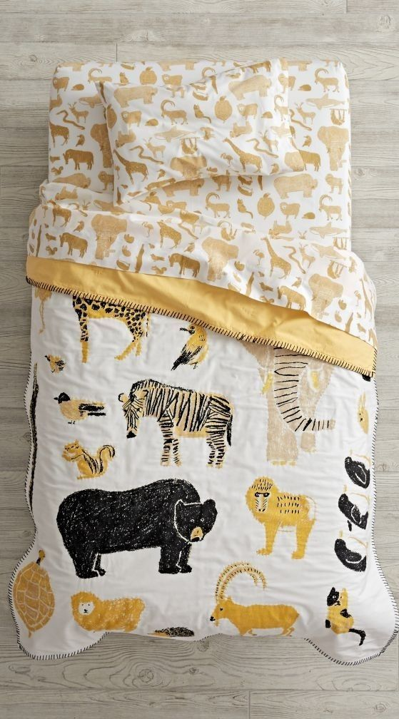 Catching a glimpse of your favorite wildlife has never been easier, thanks to the roaming herd on this animal toddler bedding set.