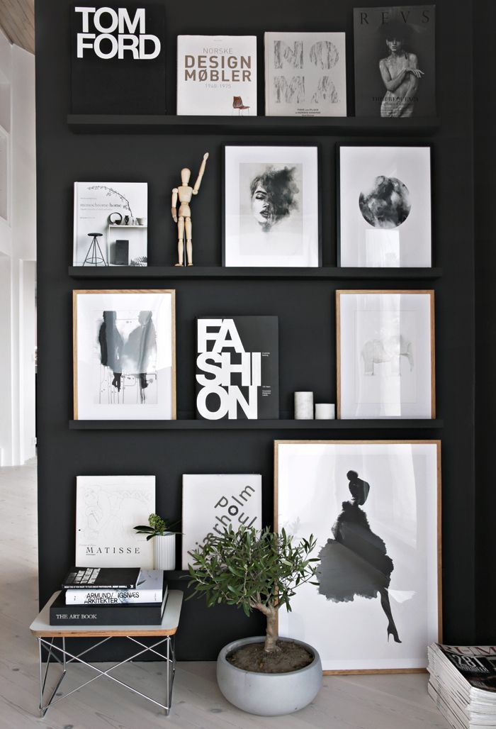Black gallery wall styled to perfection by Stylizimo. Check out our 13 simple tips to achieve a Scandinavian interior style,
