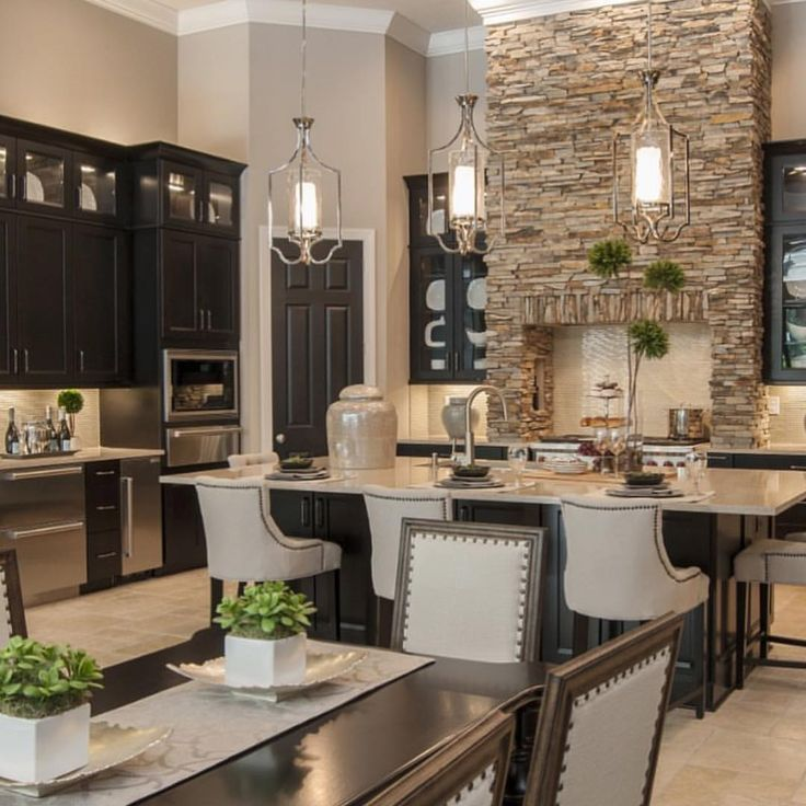 Natural stone, black cabinets and high ceilings – what a lovely creation of Masterpiece Design Group!