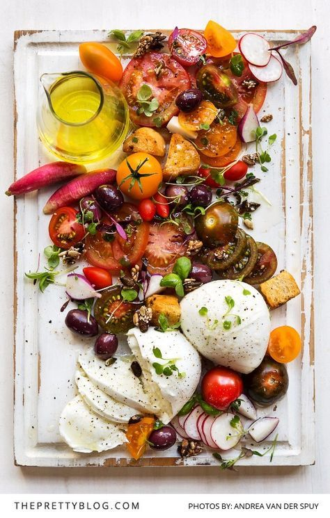 A delicious easy to make caprese salad recipe with a basic salad dressing – perfect for anytime of the year |