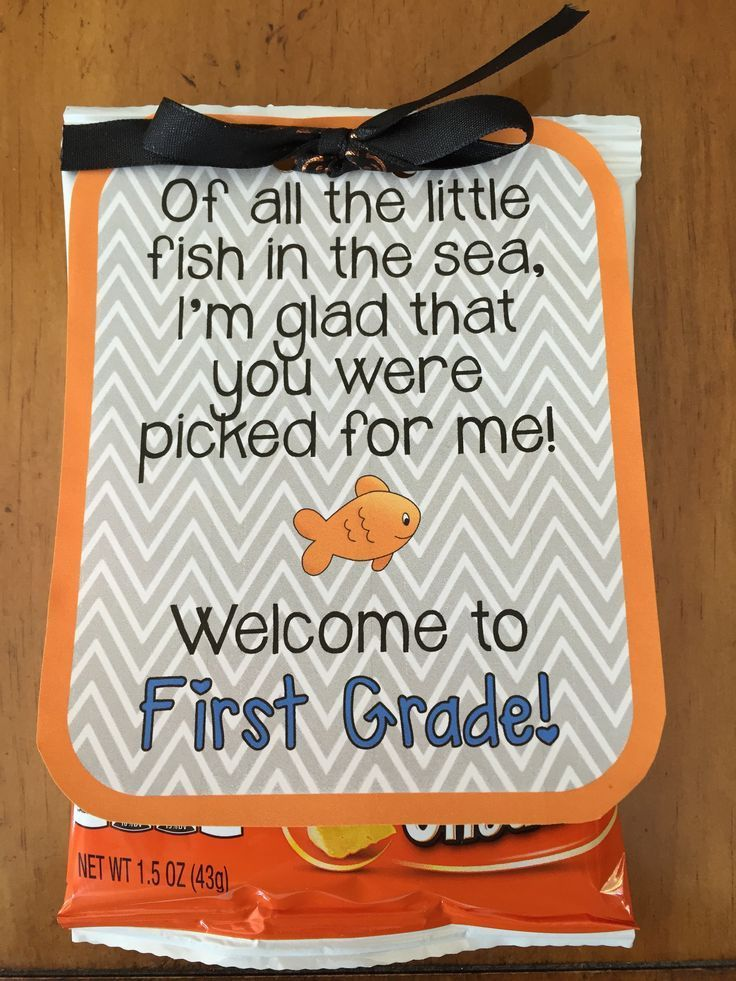 Back to School gift tag for students Also, here is a link to a fun back to school fish related craft: www.teacherspayte…
