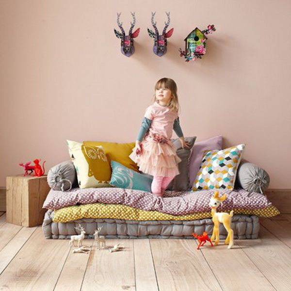 I want to do something like these for the kids in the living room…I am thinking of getting some old comforters from the goodwill