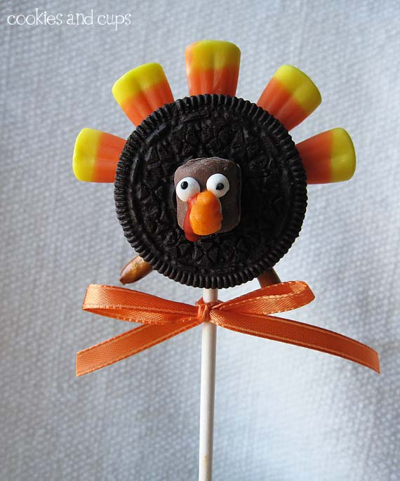 oreo turkey on a stick – this would be cute as favors or for kids school party – wrap in clear cellophane and then tied with the