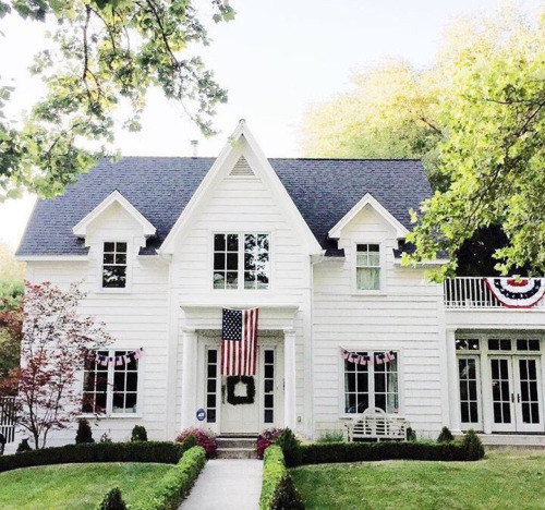 This is exactly what I want my future home to look like. Classic American style. #preppy_style_decor