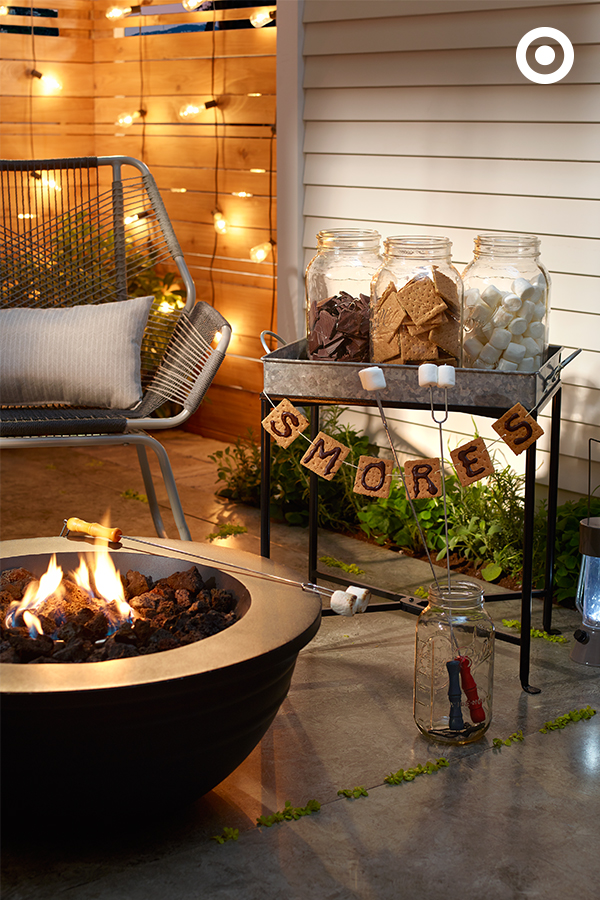 S'mores bar is a perfect recipe for Fall entertaining. #patio_decor_party