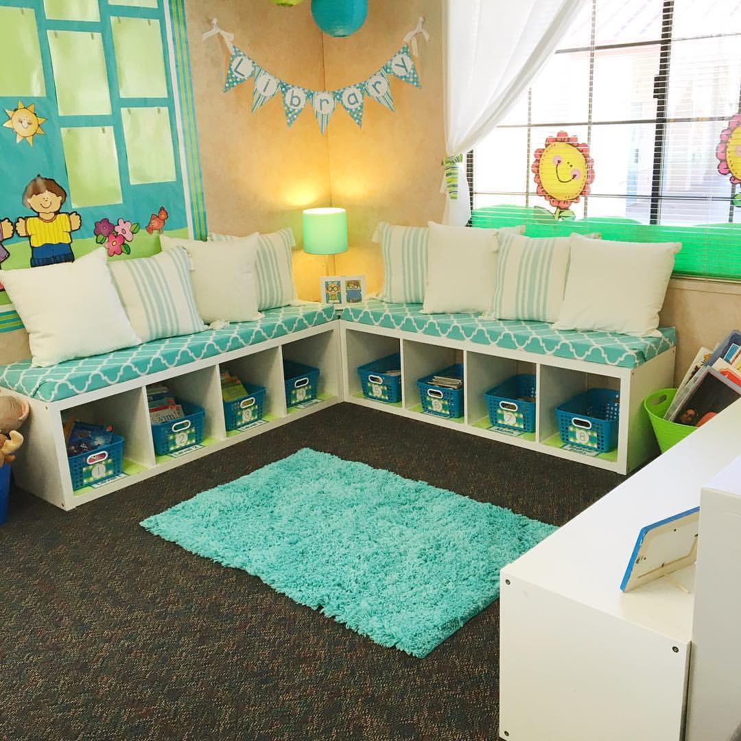 LOVE this classroom decor!