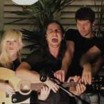 Cinci artisti, o singură chitară