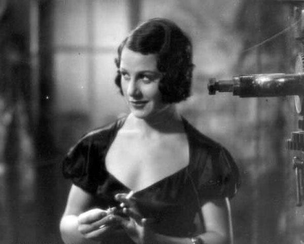 Imagini pentru actriţa Pola Illéry