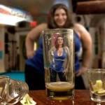 De ce oamenii ne par mai atrăgători atunci când bem puțin?