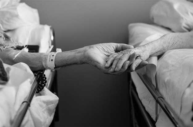 Iulie 2014: Maxine și Don ținându-se de mână.