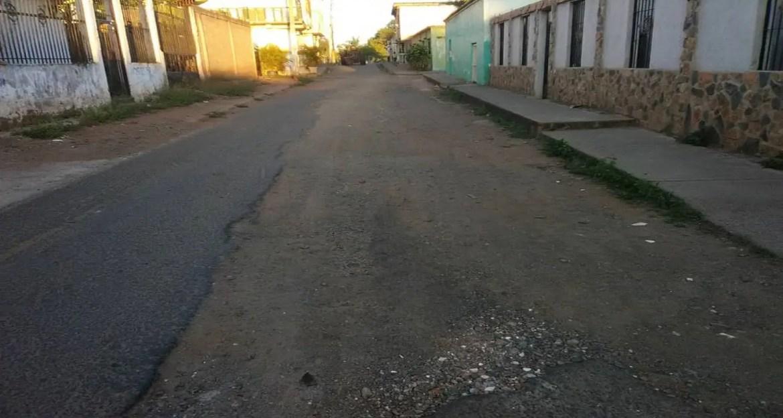 Exigen asfaltado de la calle