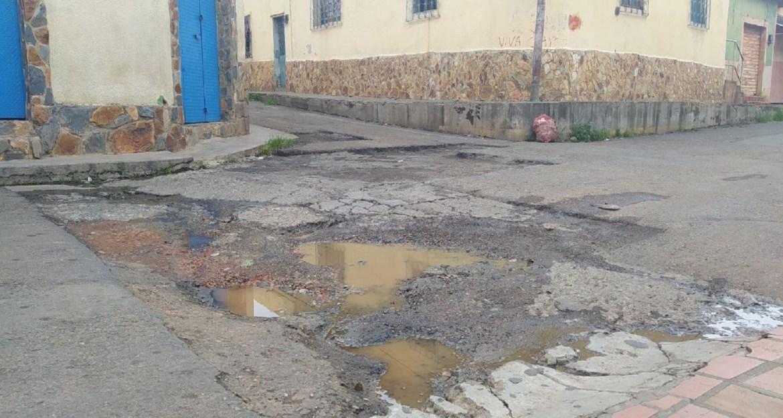 En Altagracia sigue la espera por el asfalto