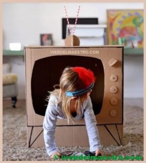 televisor de cartón-