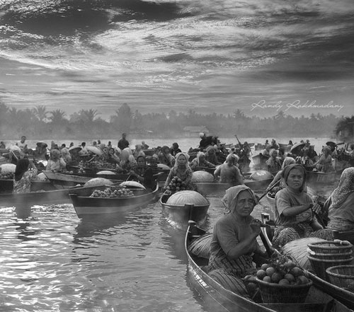 black and white Morning Floating Market