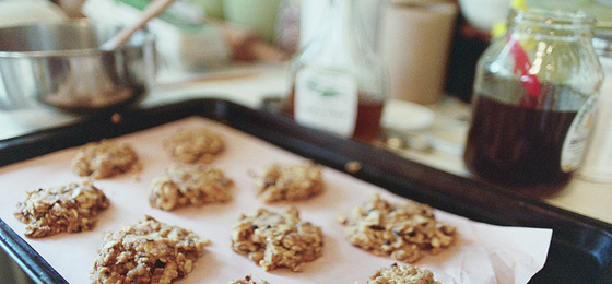 Baking sugar oat nut cookies