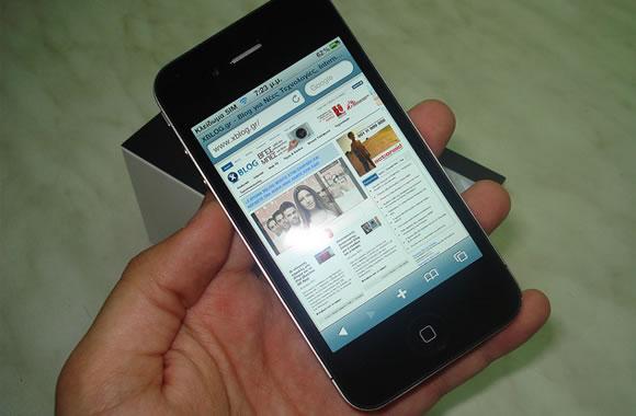 black dark Apple iPhone 4 model Mobile Safari