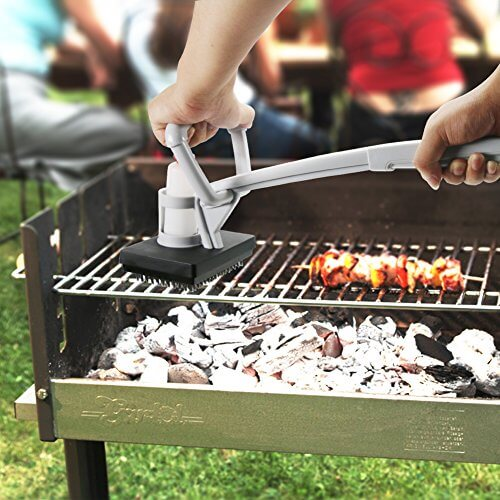 BBQ Grill Brush Steam Barbecue Grill Cleaning Brush with Water Tank and Replacement Head for Cleaning Barbecue BBQ Grills , Kitchen Oil Stain and More