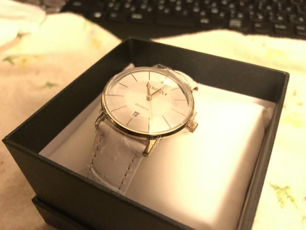 シンプルデザインの飾らない腕時計